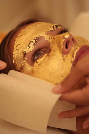 24K Real Gold Leaf Gold Foil as Face Mask for Spa Use