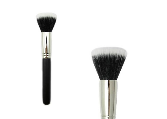 Flat Top Bronzer Brush With Normal Synthetic Hair Wooden Handle Metal Ferrule