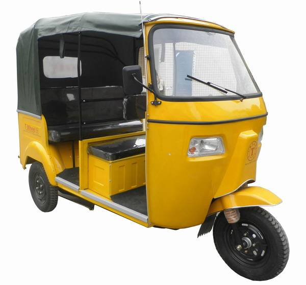 Bajaj Tricycle with rear engine and Rear hydraulic shock absorber