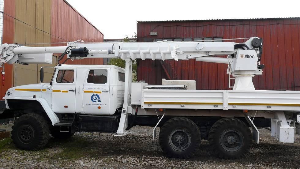 Digger Derrick Truck Mounted