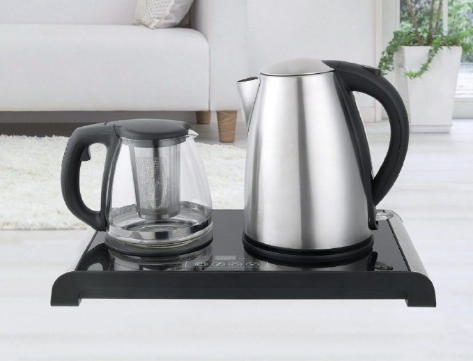 Electric kettle with base