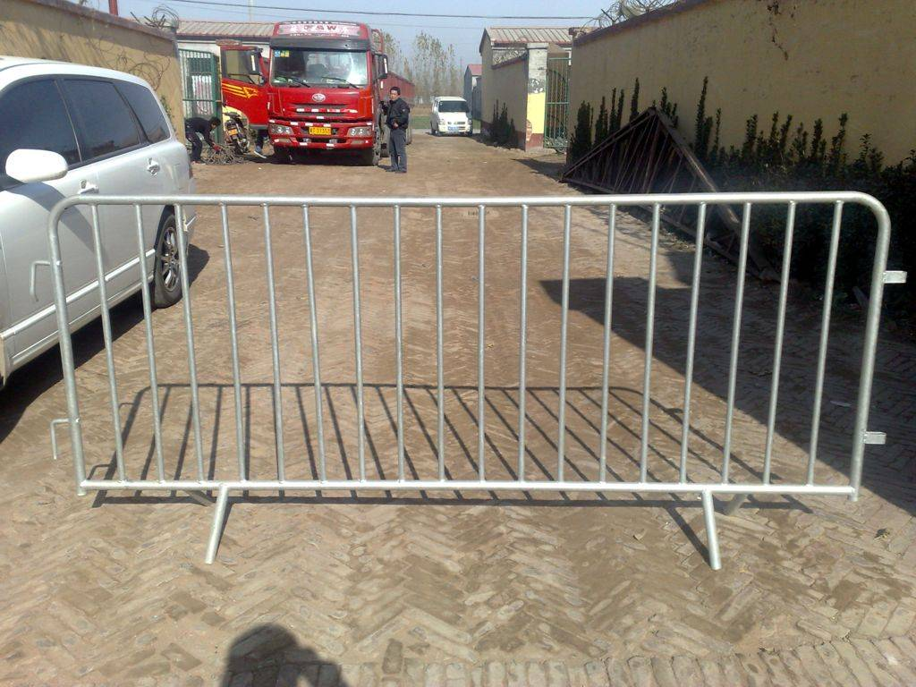 Tempoary removable wire mesh fence