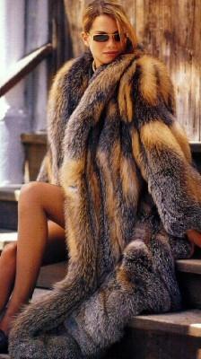 Fur Coats Jackets of Mink Sable Fox Chinchilla Lynx Coyote Raccoon