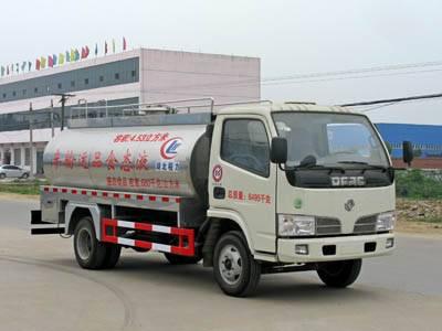 Dongfeng Duolika 4*2  7.6cbm milk tanker truck