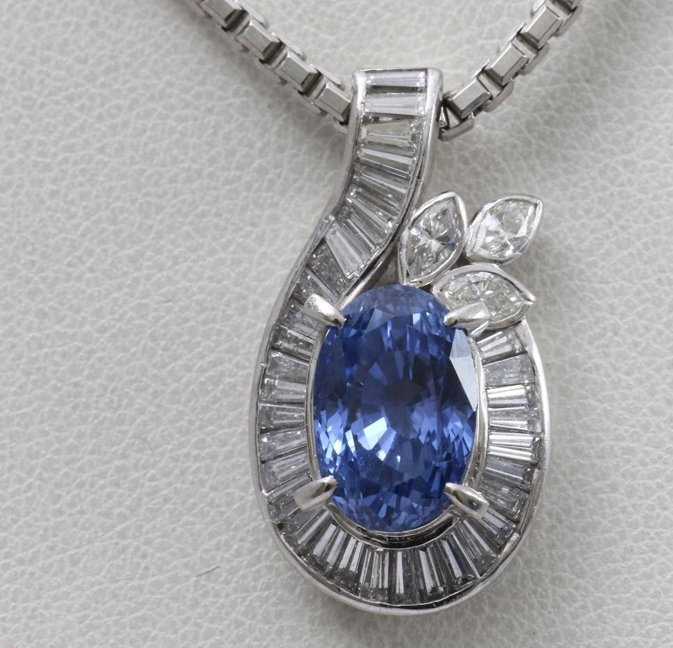 Pre-owned Used Blue Sapphire Gem stone pendant jewelry Necklaces for wholesale to jewellers.