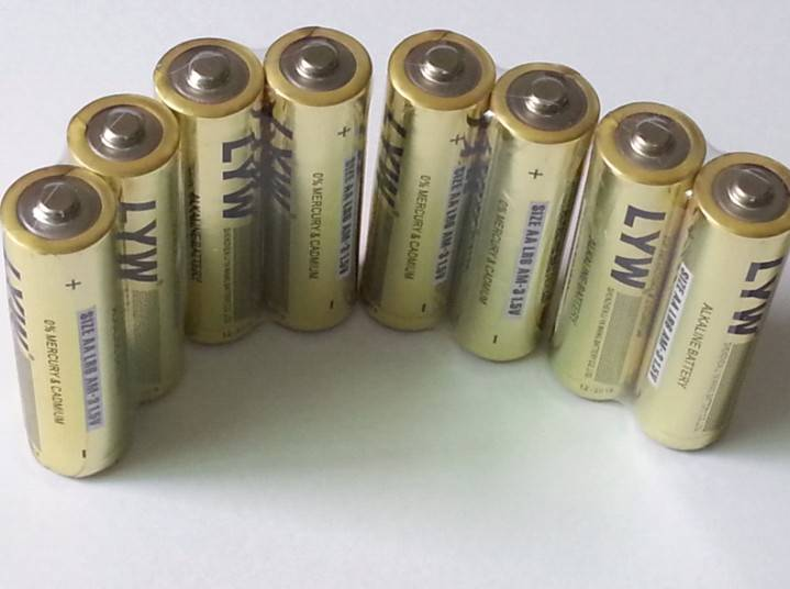 2014 New Products Manufacturer China Wholesale 1.5V AA Alkaline Batteries with 2,100mAh Capacity