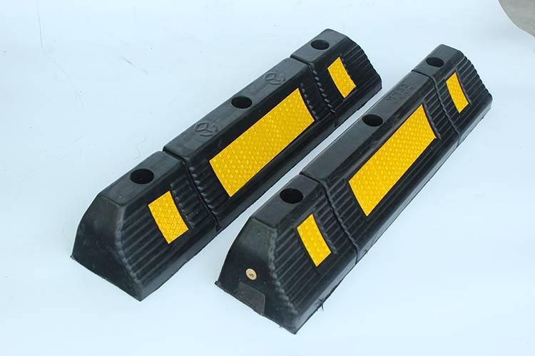 2017 hot sale type rubber wheel stopper, wheel stop, reflective rubber car stopper