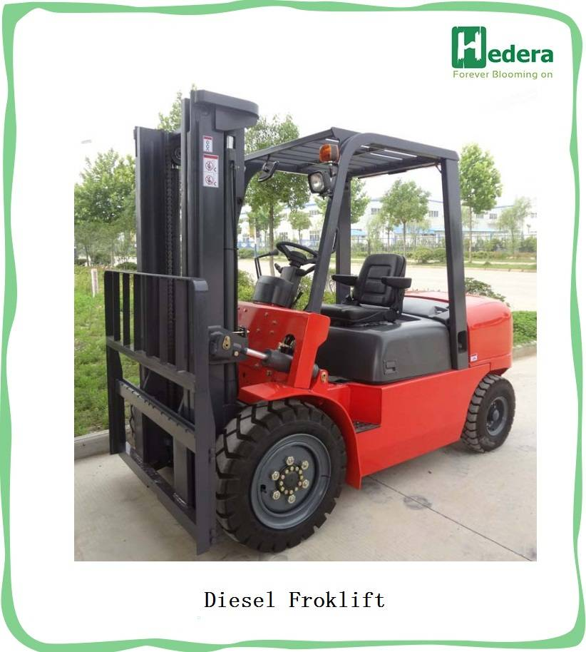 Easy controlled rough terrain forklift