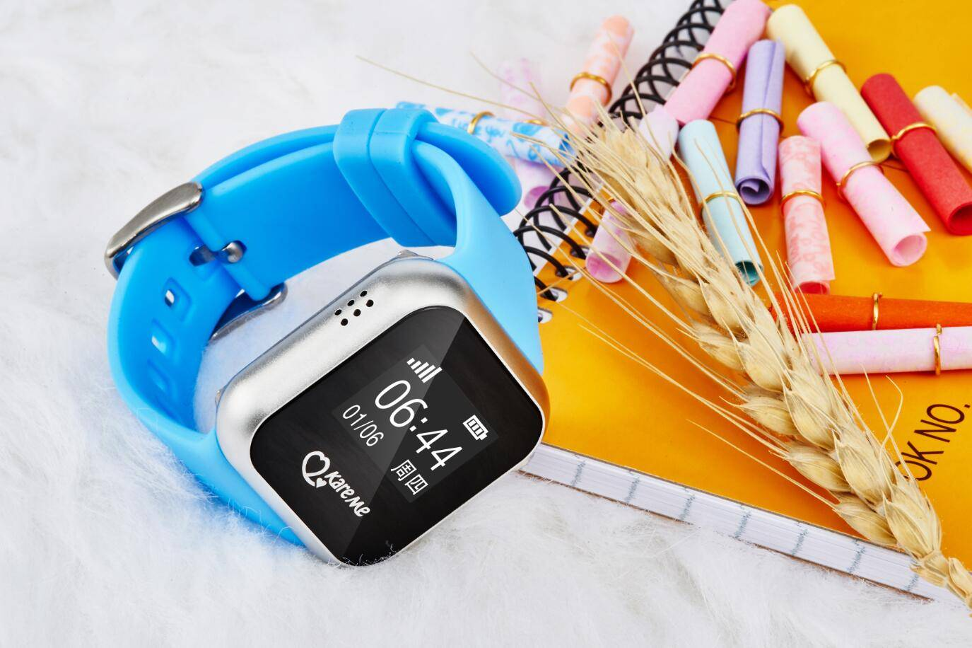 2016 hot selling kids GPS smart phone watch with GPS+AGPS+LBS and two way communication wristband st