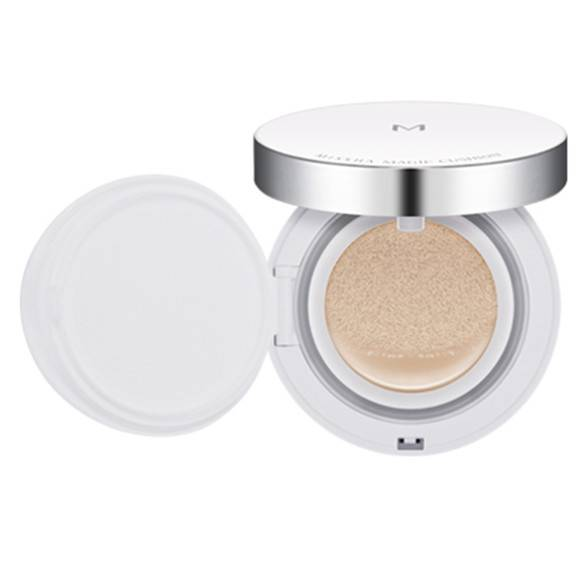 Kiyomitsu holding makeup air powder cream