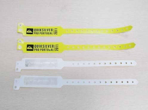Disposable RFID Wristband in soft PVC material
