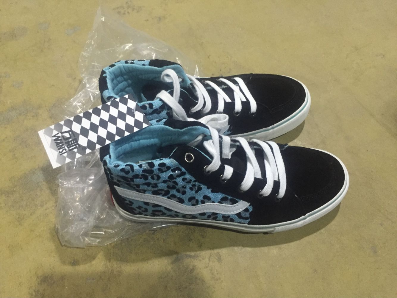 Stock Lot High and Low Cut Canvas Shoe Factory