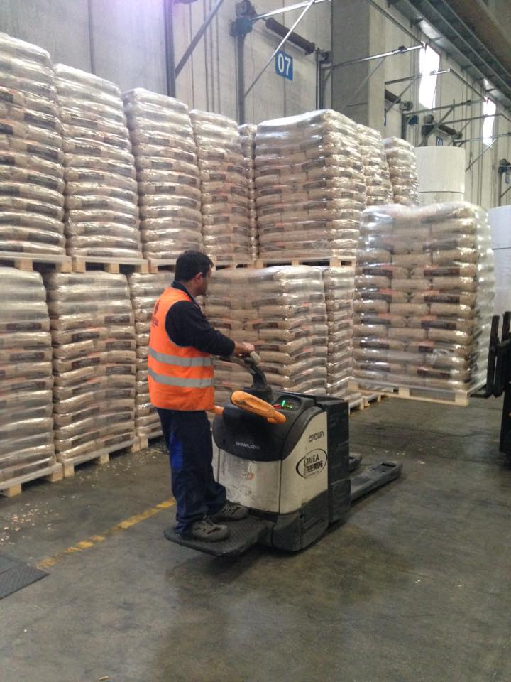 wood pellet for sale,Pine Wood Pellets,Wood Pellets 15KG Bags