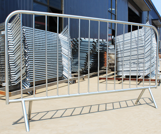 Hot dipped galvanized portable easy to use road safety barrier with connecting hooks & lugs
