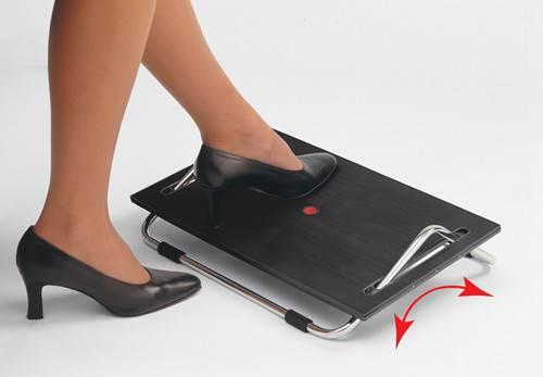 Ergonomic adjustable footrest