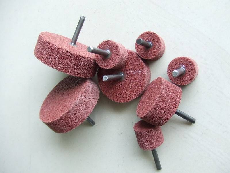 Non-woven wheel with shaft