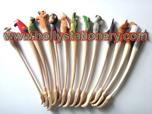 Good quality innovative and cute wooden zoo animal backscratcher