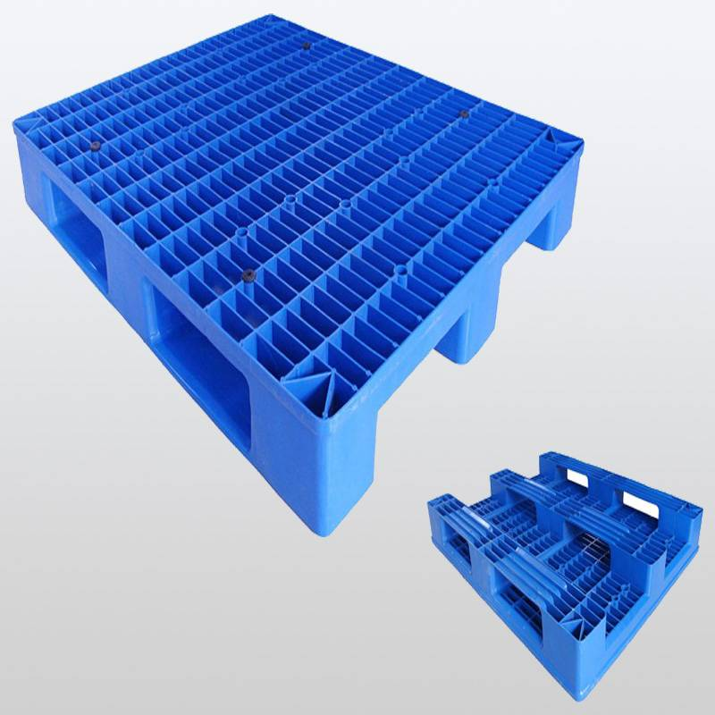 plastic pallet with 3 runners.Grid.Racking. 1200*1100*150