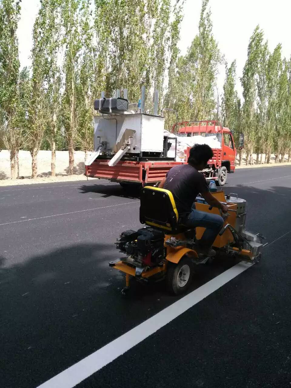 LXD320 thermoplastic road marking machine