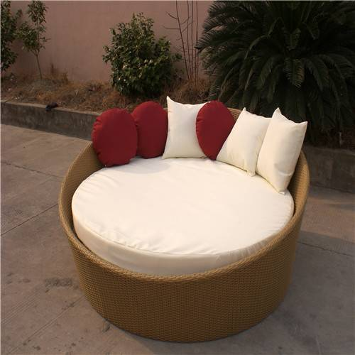 Traditional rattam round patio daybed
