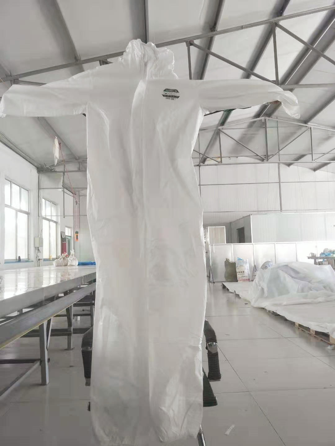 Breathable disposable Cleanroom Coverall White With Hood Reflective Tape Manufacturers In China Tyve