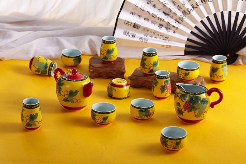 Porcelain tea sets with Chinese characteristic