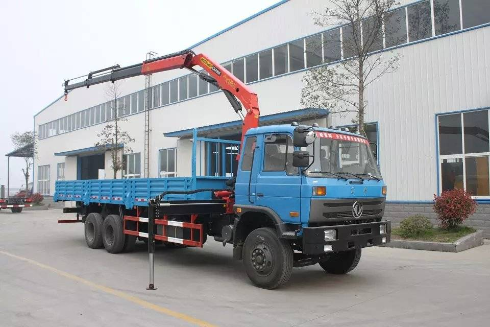 Dongfeng 6x4 cargo truck with 10tons crane for sale 008615826750255 (Whatsapp)