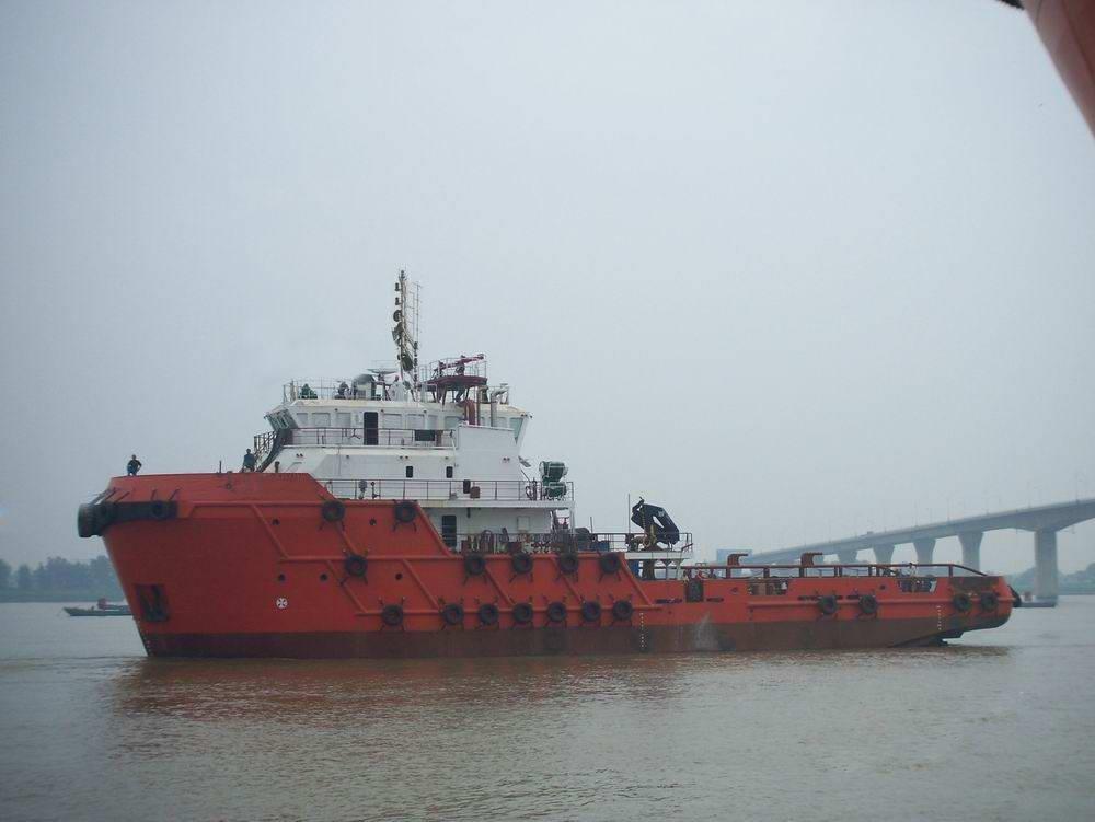 AHT tugboat