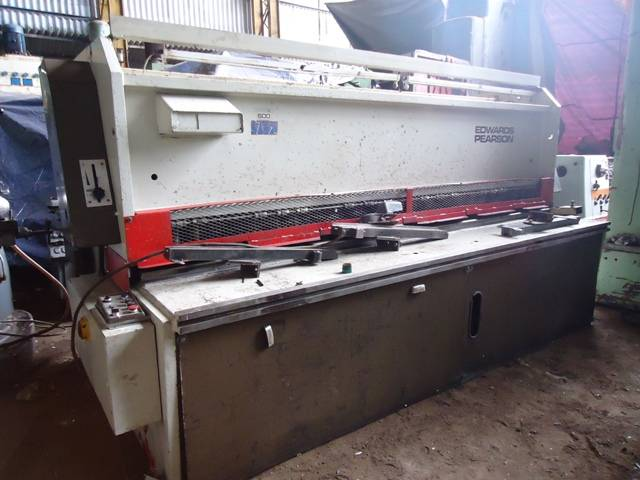 Hydraulic Shearing Machine.