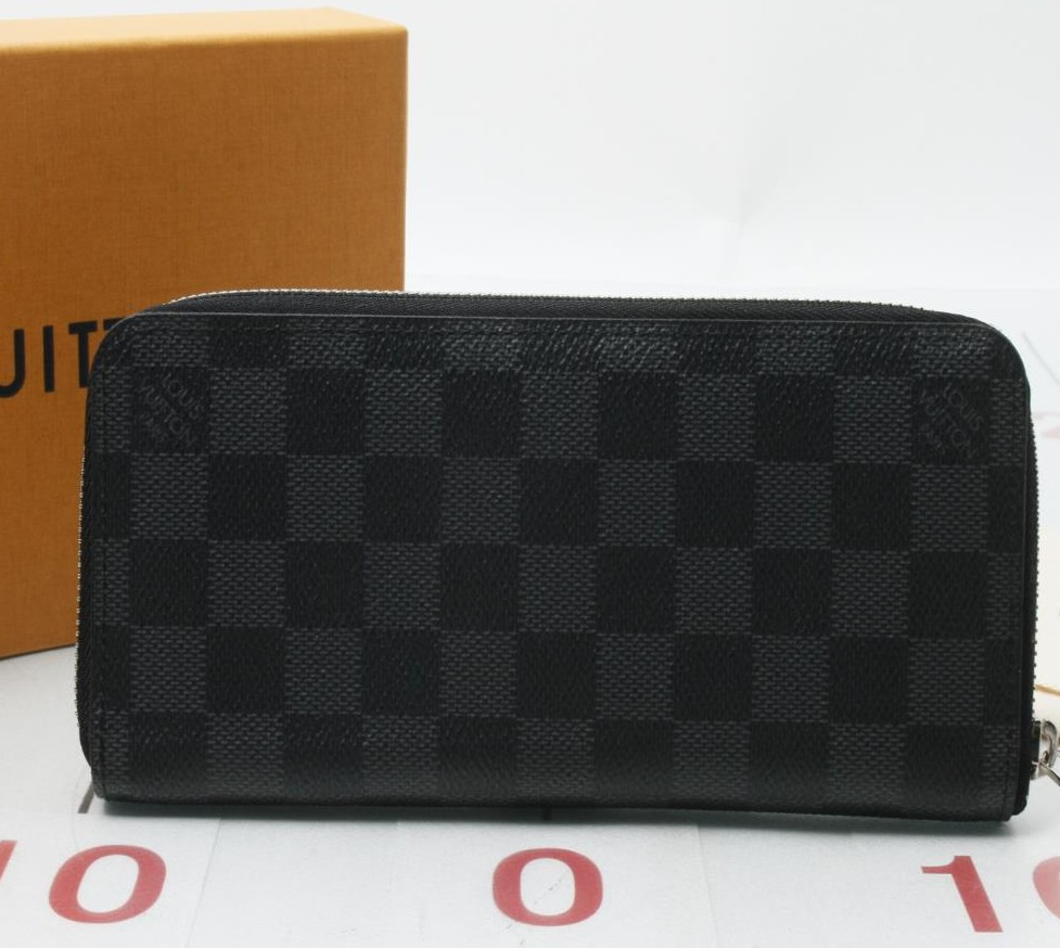 Preowned Used Branded LOUIS VUITTON N63095 Damier Zippy Wallet for bulk sale.