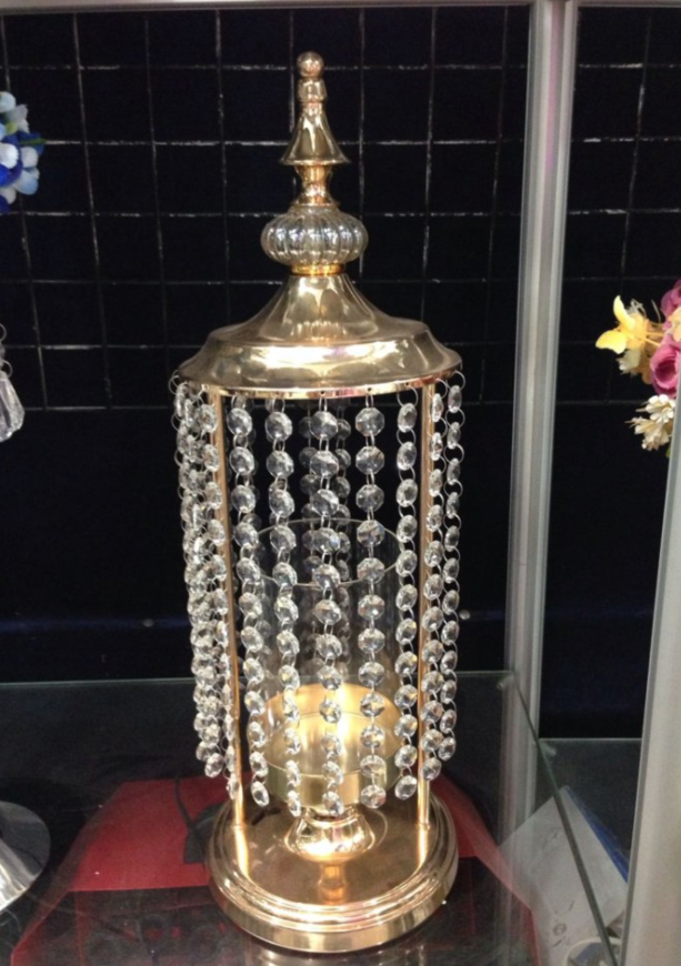 Golden canlde holder with Crystal chain