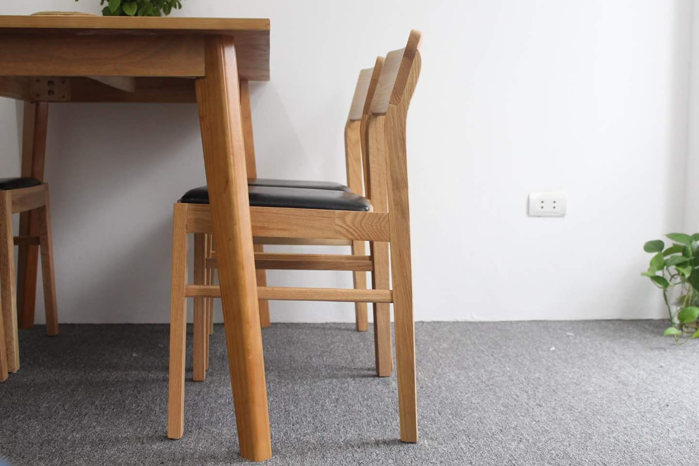Comtemporary dinning furniture set