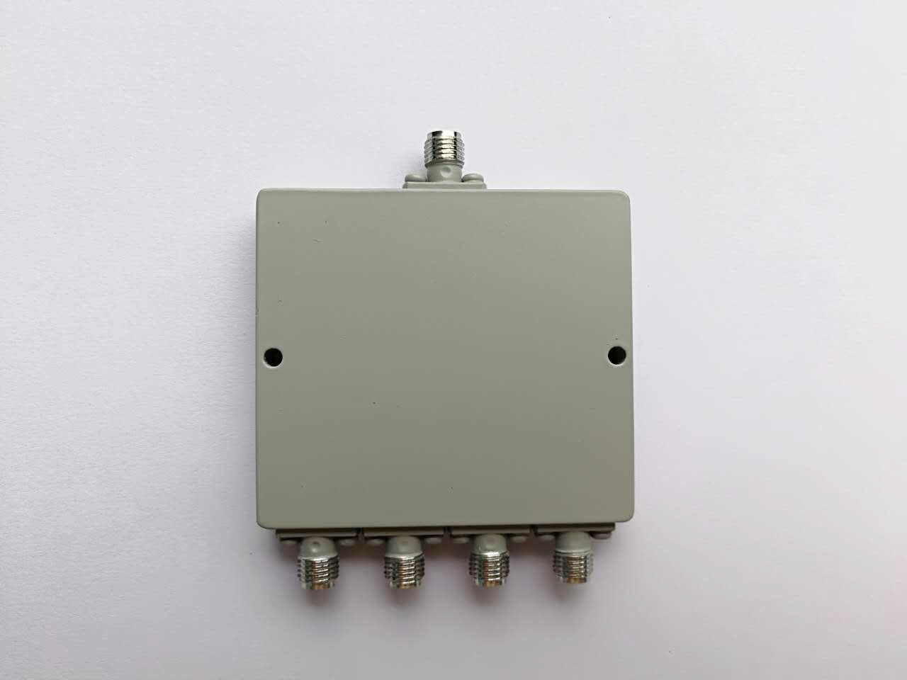 2000-8000MHZ 4 Way Power Divider