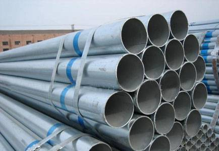 Galvanized steel pipe for oil and gas transport