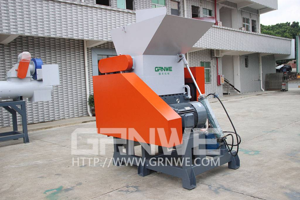 The best quality waste bottle crushing recycle machine