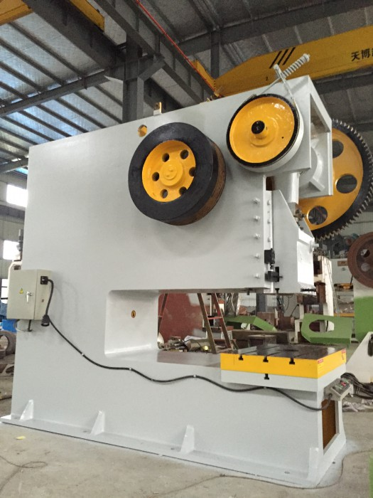 hydraulic power press with deep throat for nonstandard workpiece