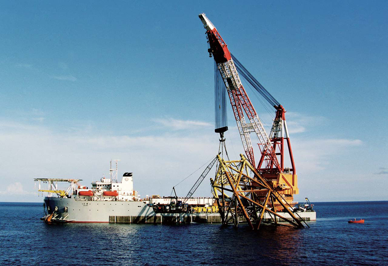 sell floating crane barge 100t 150t 200t 300t 500t 1000t 1500t 2000t 3000t 5000t crane vessel hire