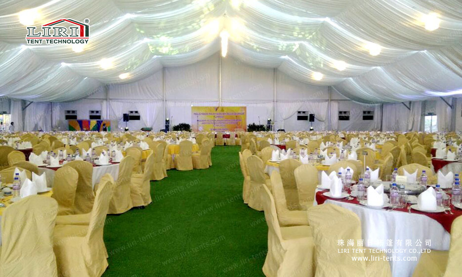 300 People Party Tent with Chairs and Tables for Parties