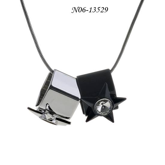 Long thin necklace with star pendant, made of alloy/iron/glass