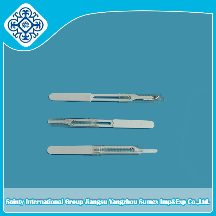 Disposable Scalpel blade with plastic handle
