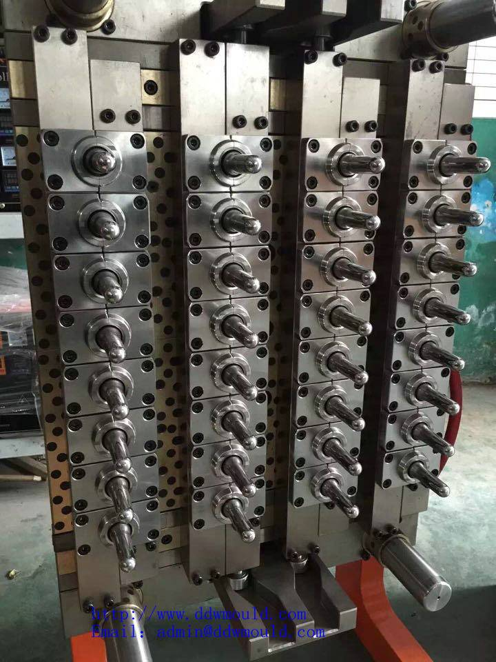 DDW Bottling Equipment for the food industry pneumatic 32 cavity valve gate self-locking PET mould