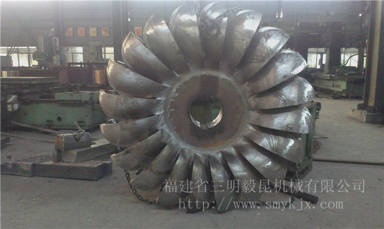 hydraulic turbine runner