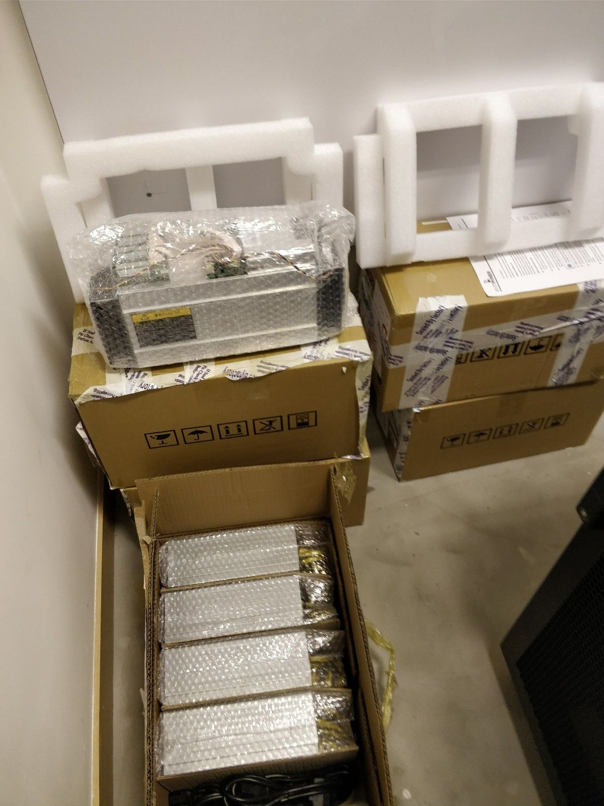 Brand new Antminer S9 13.5TH/s with PSU Factory Sealed