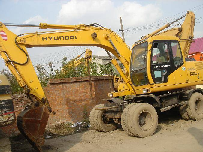 Used Hyundai Wheel Excavator 130W-5