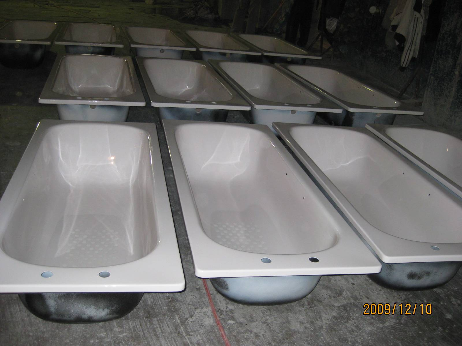 Steel enamel bathtub