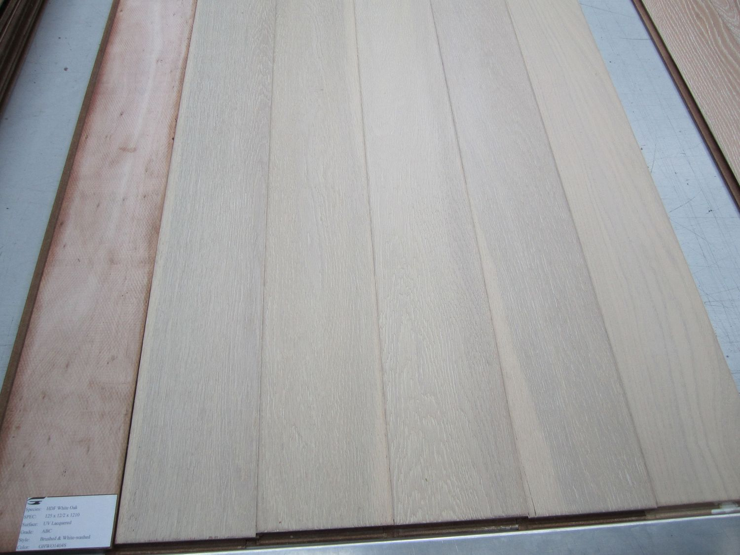 HDF WOOD FLOORING 2 LAYERS, 5 LAYERS AVALIZBLE