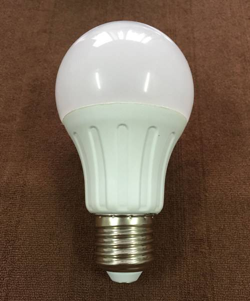 2015 New A60 7W E27 LED Lamp with CE