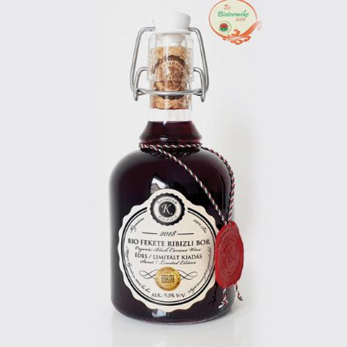 Organic blackcurrant wine