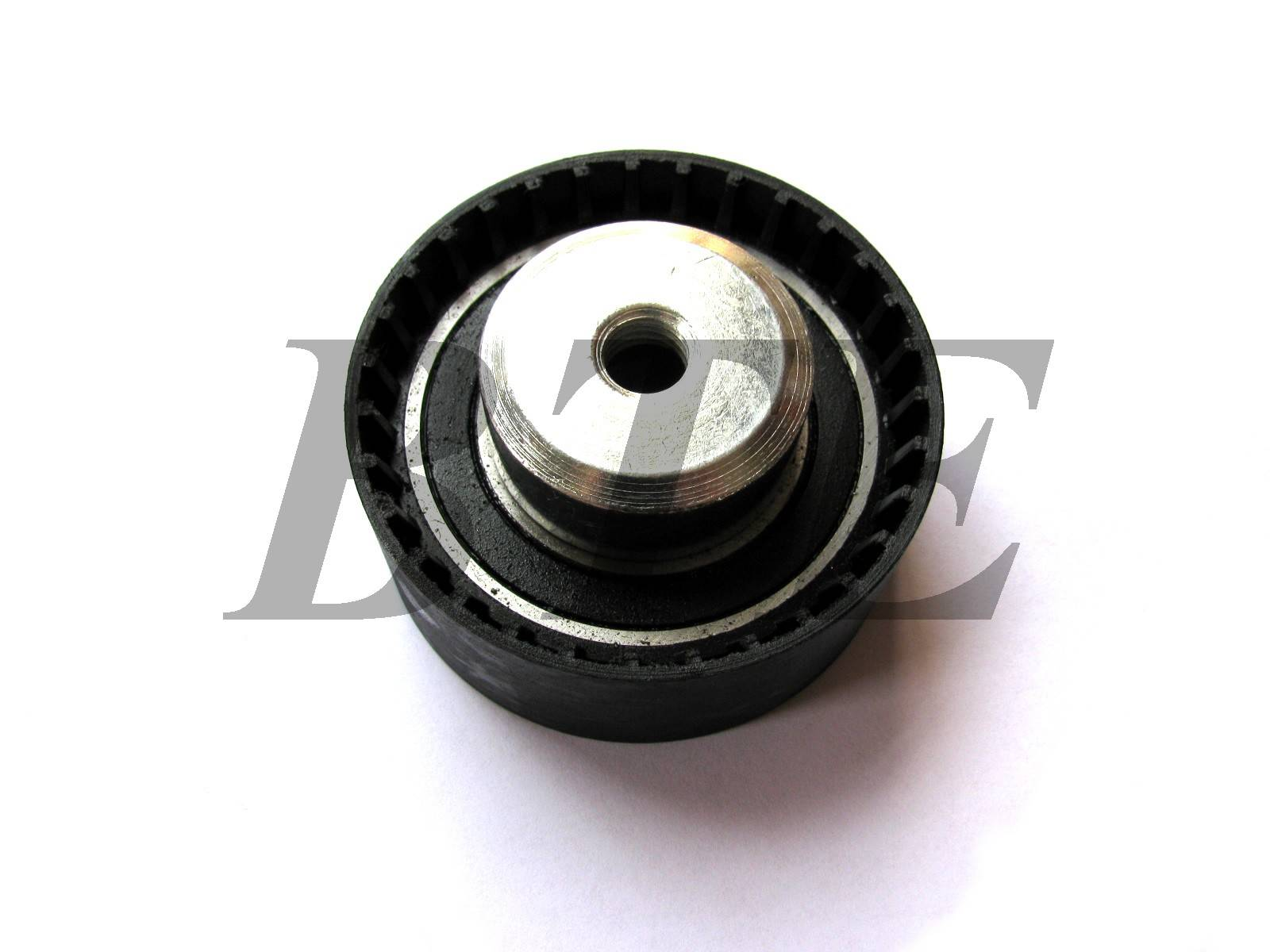 belt tensioner idler pulley for VW VOLVO 075109243D 9135946