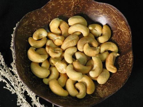 Roasted cashew nuts without skin